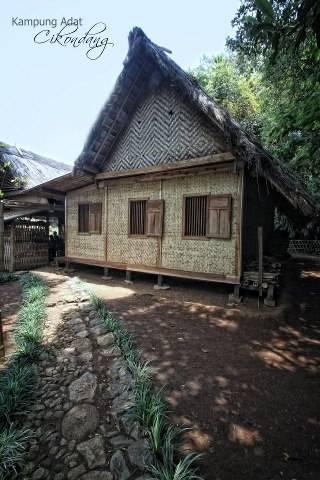 Rumah Adat Oleh Muhammad Muttaqun