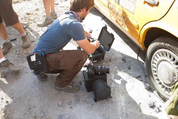 """Kamera SLR Ditempatkan di """"Pelican Cases"""" untuk Stunts Film"""