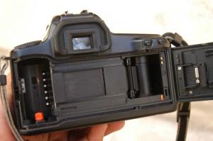 SLR (Kamera analog tampak belakang)