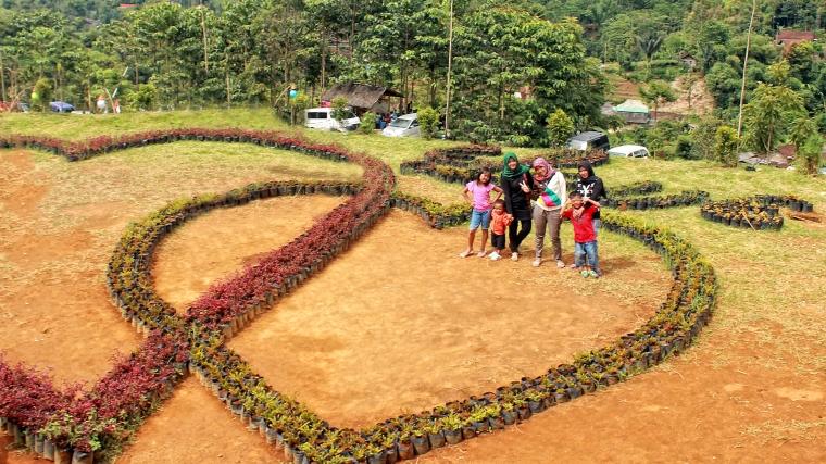 Waterboom Barusen Hills swimming pool prewedding Flower Love Garden
