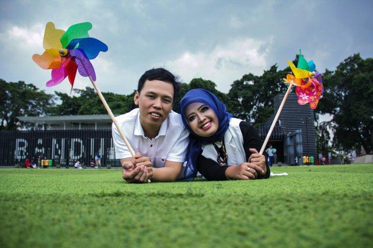 Prewedding Yoga & Irma  di Alun-Alun Bandung